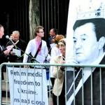 В Нью-Йорке от Януковича требовали вернуть демократию в Украине и топтали его портреты