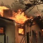 В Калифорнии бушует лесной пожар: огнем охвачено более 7500 гектаров, есть жертвы