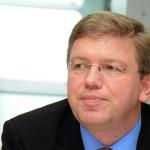 Фюле предложил принять Украину в Евросоюз