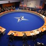 НАТО приостанавливает военное и гражданское сотрудничество с Россией