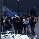 В Париже при штурме погибли заложники, террорист — застрелен
