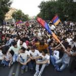 Полиция разогнала майдан в Ереване