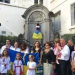 «Писающего мальчика» в Брюсселе в честь Независимости Украины одели в костюм казака